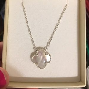 Mother of pearl four clover leaf necklace